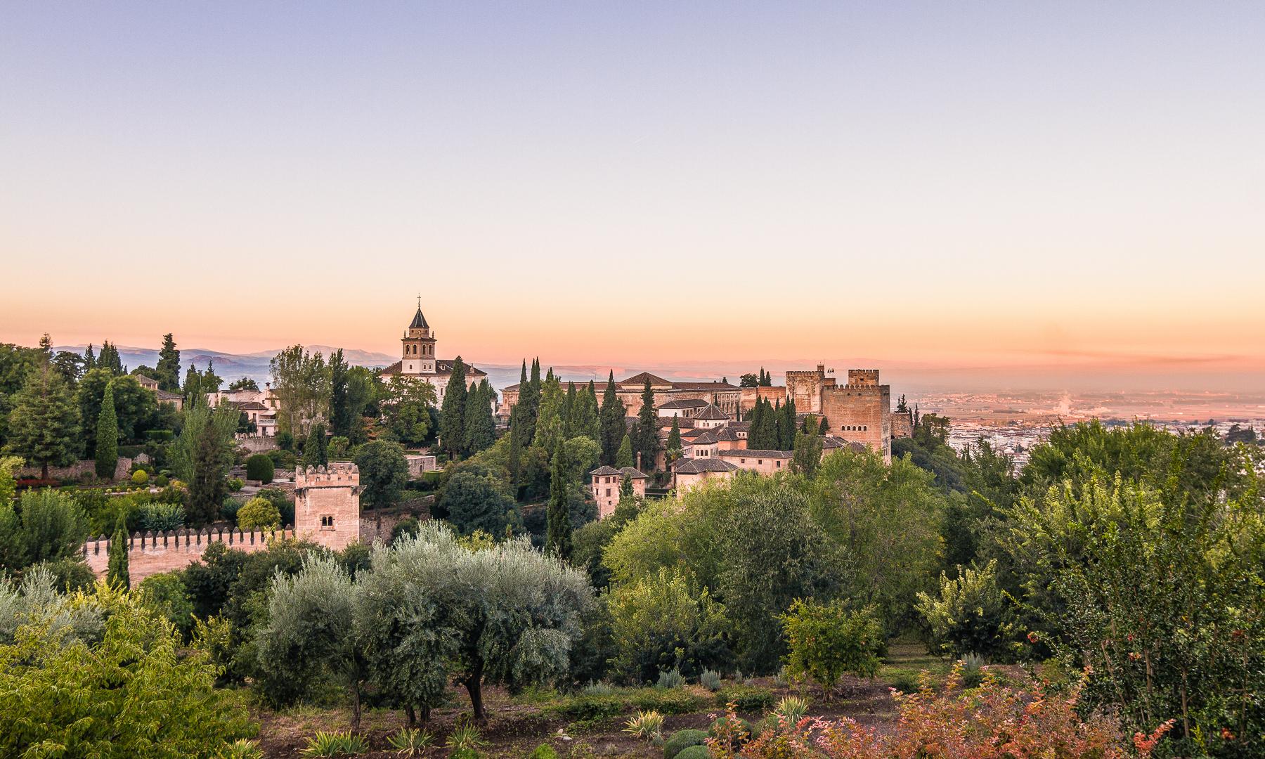 Vista Panorámica de la Alhambra desde el Generalife, Granada, España.